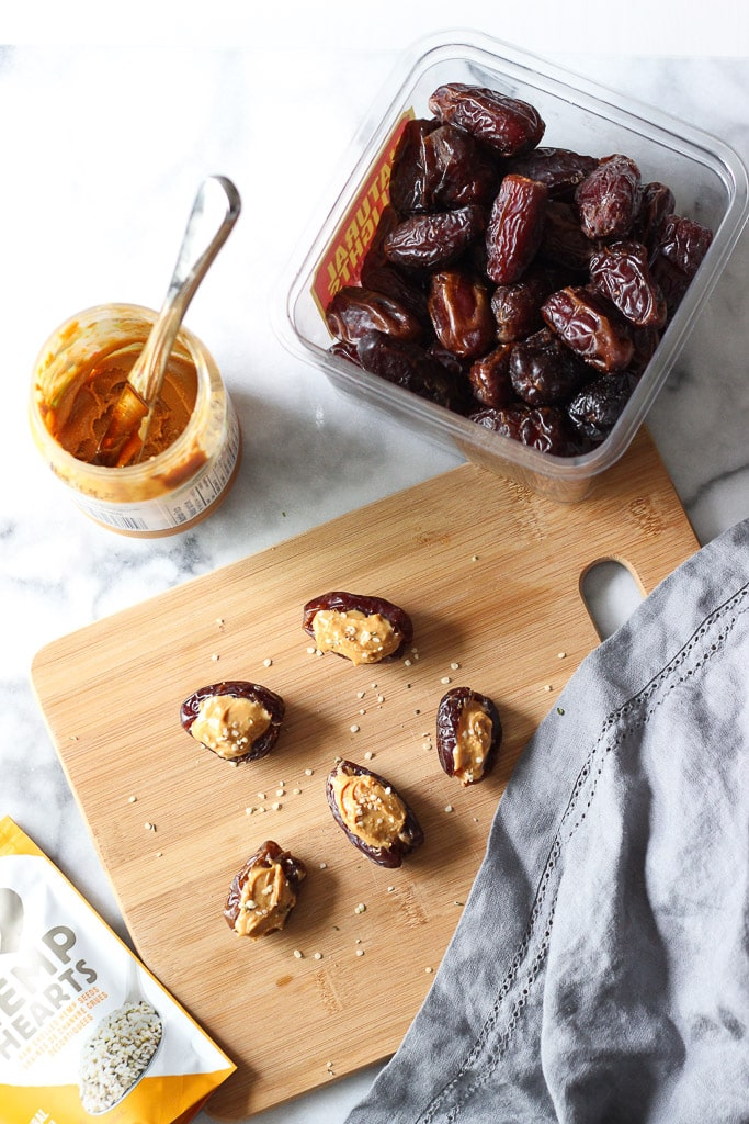 5 HEALTHY SNACK IDEAS WITH 3 INGREDIENTS! Perfect to make in your dorm room, at work or for school! Loaded with nutrients and good ingredients!