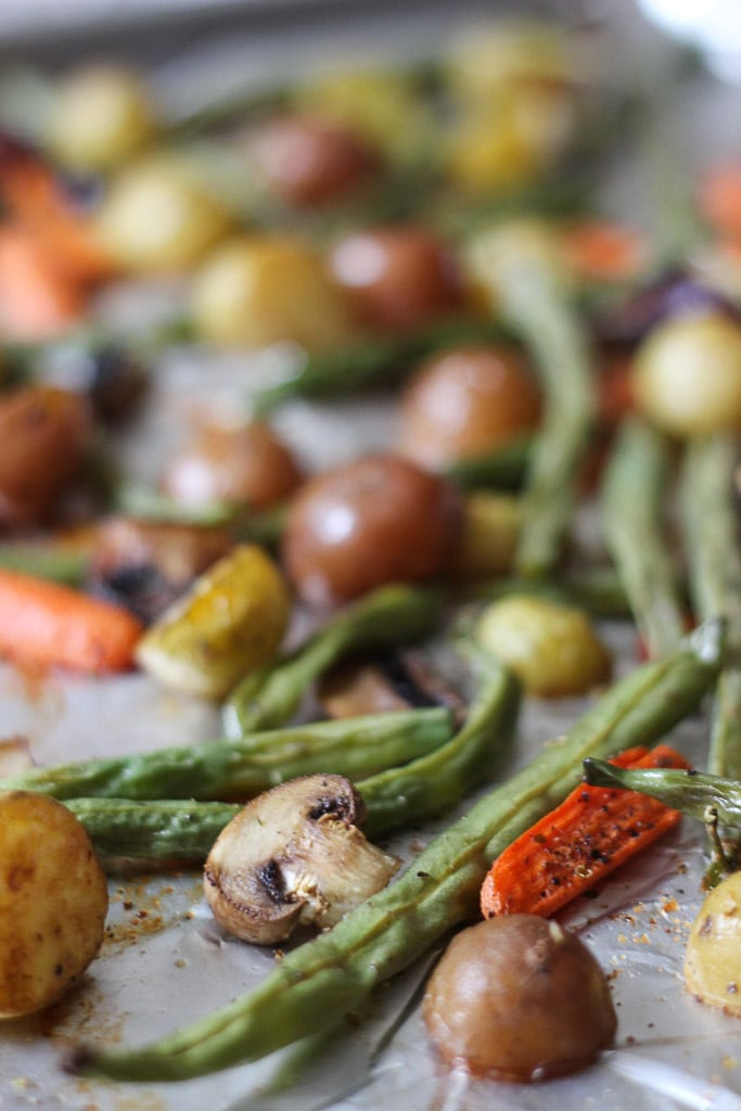 HOLIDAY ROASTED POTATOES WITH VEGETABLES! The perfect side to your holiday meal! This will be a healthy side that everyone will love. Pair with a protein and a glass of wine and you're all set! Exploring Healthy Foods