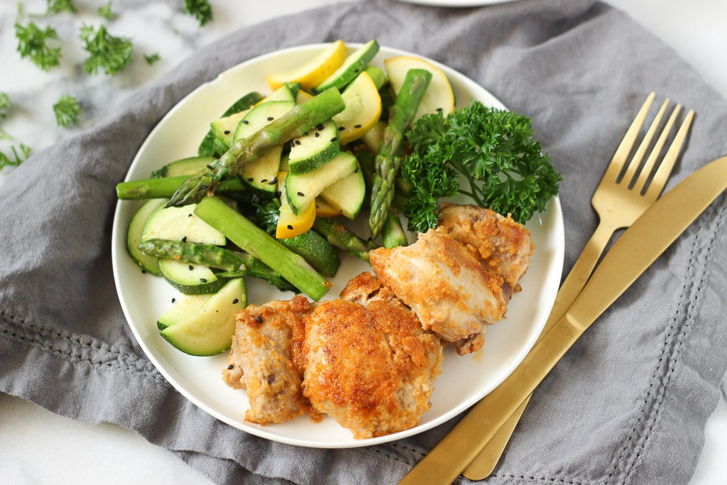 HEALTHY BREADED CHICKEN | Easy Dinner Idea that the whole family will enjoy! Paleo friendly, dairy-free and gluten-free.