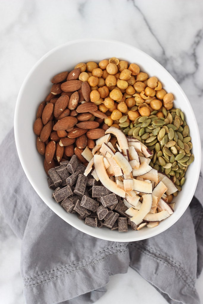 5-Ingredient Trail Mix Recipe. Super easy snack idea that is filling and nutritious.